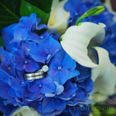 blue-white-hydrangea-calla-wedding-bouqet