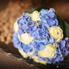 blue-white-roses-hydrangea-wedding-bouquet