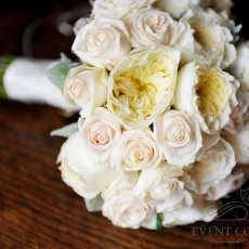 cream-david-austin-roses-wedding-bouquet-prague