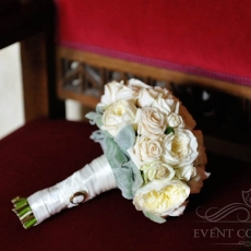 cream-david-austin-roses-wedding-bouquet