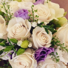cream-purple-flowers-wedding-bouquet-prague