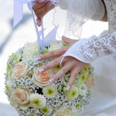 cream-round-wedding-bouquet
