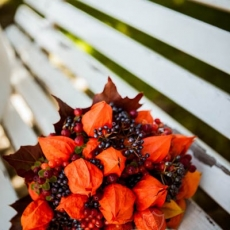 orange-autnumn-wedding-bouquet_prague_view