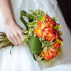 orange-autumn-wedding-bouquet