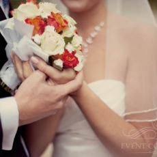 orange-white-wedding-bouquet