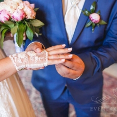 pink-peonias-wedding-bouquet