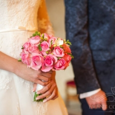 pink-roses-freesias-wedding-bouquet-in-prague
