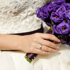purple-eustoma-wedding-bouquet-in-prague