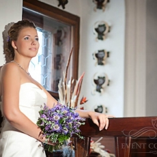 purple-feild-wedding-bouquet