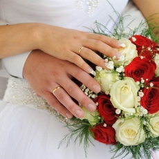 red-white-wedding-bouquet