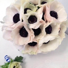 white-anemons-bridal-bouquet-Prague