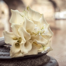 white-callas-wedding-bouquet