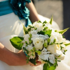 white-mix-flowers-wedding-bouquet