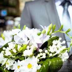 white-mixed-flowers-wedding-bouquet