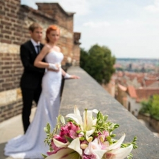 white-pink-mixed-flowers-wedding-bouquet