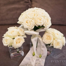 white-roses-wedding-bouquet-bridesmaids