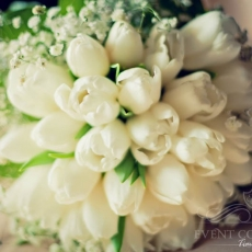 white-tulips-gypsophila-wedding-bouquet