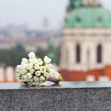 white-tulips-wedding-bouquet-florist-prague