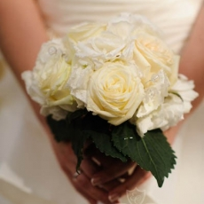 white-wedding-bouquet-roses-hydrangea