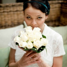 withe-roses-pearls-wedding-bouquet