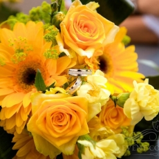 yellow-mixed-wedding-bouquet-prague