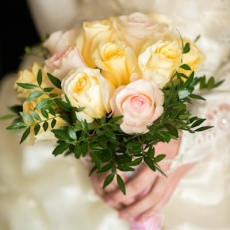 yellow-pink-roses-wedding-bouquet