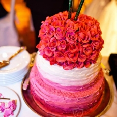 Pink-white-wedding-cake-Prague
