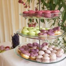 macaron-eclair-wedding-candy-bar