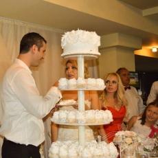 white-cupcakes-cake-prague