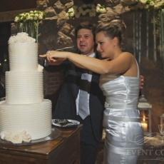 white-wedding-cake-Prague
