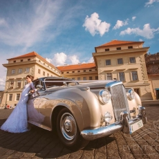 Wedding-car-in-Prague-Bentley-S2-1959_Oldtimer_Historic-car