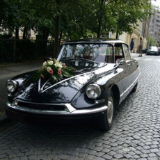 Wedding-car-in-Prague-Citroen-19DS-II-oldtimer