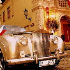 Wedding-car-in-Prague-Rolls-Royce-oldtimer