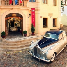 Wedding-car-in-Prague-rolls_royce-transfer