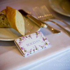 Purple-chocolate-name-card-for-wedding-dinner-prague