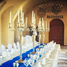 blue-wedding-simple-decoration-zbiroh-castle