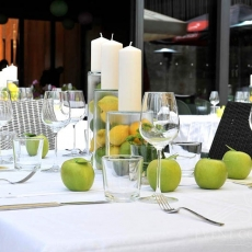 green-yellow-wedding-colours-fruits-prague