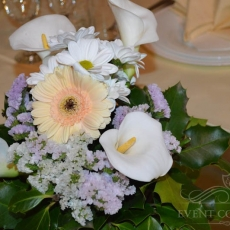 mixed-flowers-wedding-decor-ideas-prague