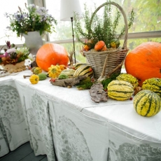 orange-autumn-wedding-table-decoration-chateau-mcely-prague