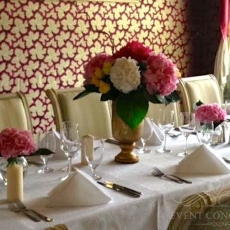 pink-white-flower-wedding-reception-table-decor-in-prague