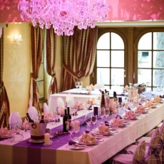 purple-simple-wedding-decor-arrangement-for-reception-table-prague