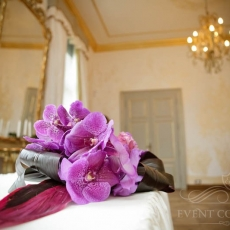 purple-wedding-registry-table-decoration-Prague