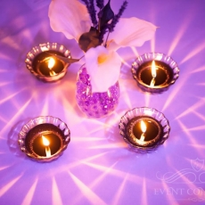 simple-white-flowers-purple-light-wedding-decor-prague