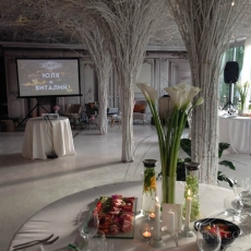 siple-white-wedding-decor-in-prague