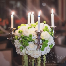 wedding-flowers-arrangement-chandelier-in-prague
