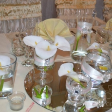 white-callas-fancy-wedding-decor-prague