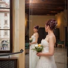 Bridal-hairstyle-by-prague-hairdresser