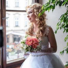 Bridal-hairstyle-by-pragues-hairdresser
