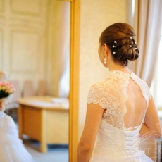 Classic-wedding-hairstyle-in-prague