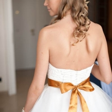 charming-wedding-hairdress-in-prague